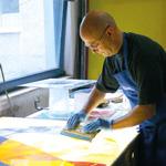 Der Künstler Matthias Hauke gestaltet ein Rundfenster für die Synagoge Beit Tikwa