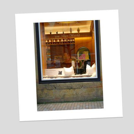 Schaufenstergestaltung - Apotheke - Kissen - Thema Entspannung